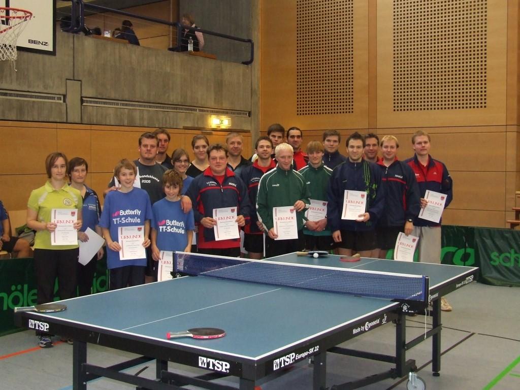 Die Sieger der Wettbewerbe Herren S Doppel, Herren B Doppel und Damen Doppel.