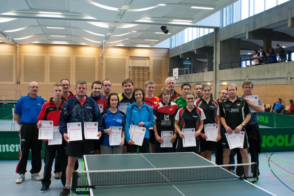 Die Sieger der Wettbewerbe Herren S Einzel und Doppel, Herren B Einzel und Doppel sowie Damen Einzel und Doppel. Foto: Thomas Henninger