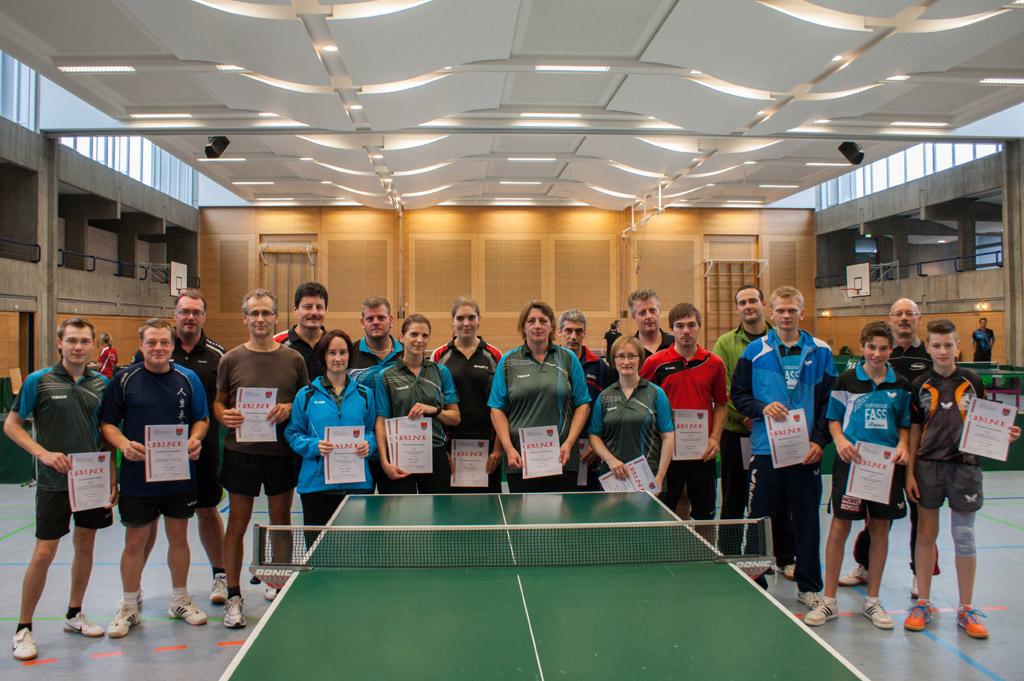 Die Sieger der Wettbewerbe Mixed, Herren B und Damen. Foto: Christoph Muhr