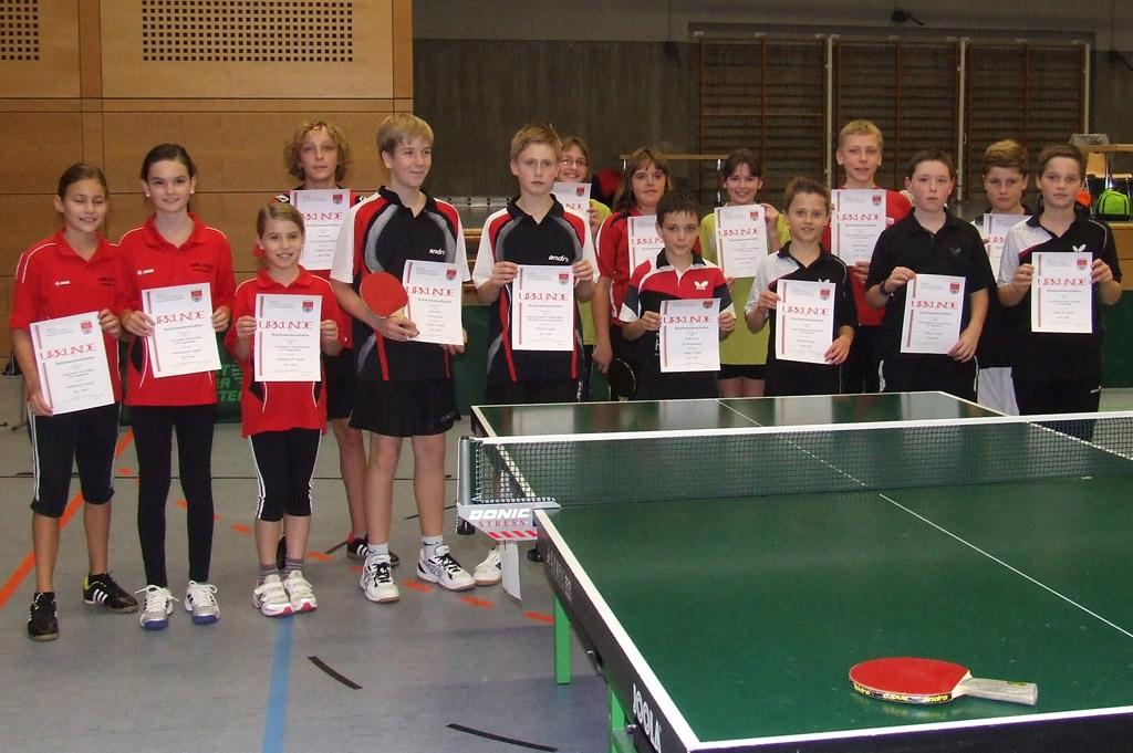 Die Sieger der Wettbewerbe Schüler A Einzel, Schüler B Doppel und Schülerinnen B Doppel. Foto: Hans-Peter Wagner