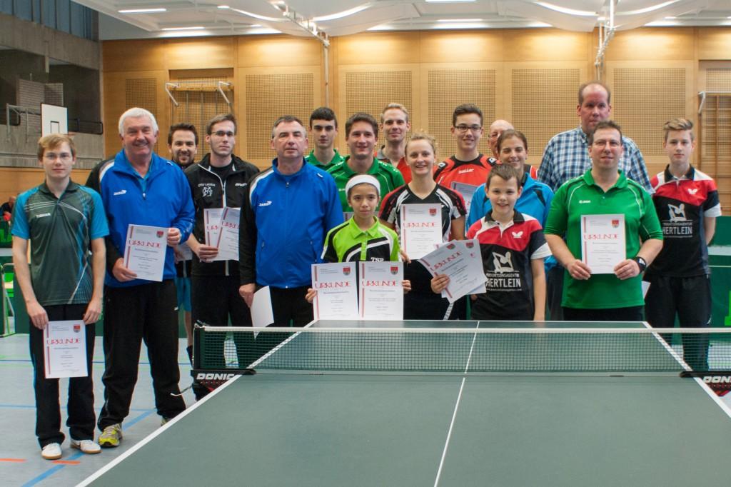 Die Sieger der Wettbewerbe Damen, Herren A Doppel und Herren B. Foto: Christian Hörtreiter