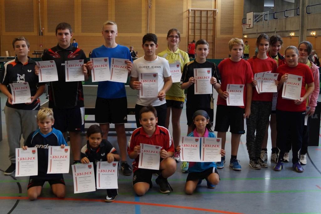 Die Siegerinnen und Sieger der Wettbewerbe Schülerinnen A-Klasse, Schülerinnen C-Klasse, Schüler A-Klasse und Schüler C-Klasse. Foto: Wolfgang Appel