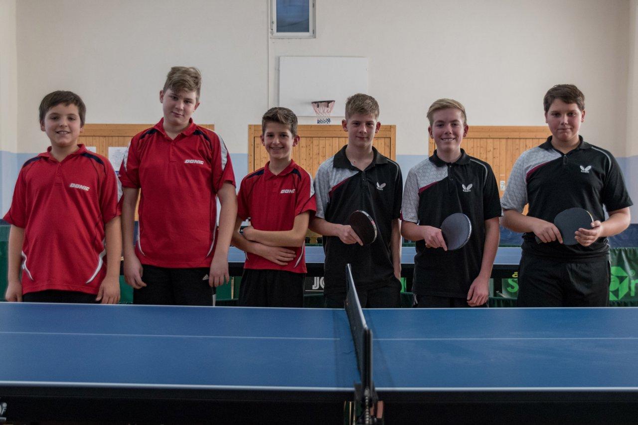 Die Endspielteilnehmer im Schüler Pokal (von links): TTC Bobstadt und FC Külsheim.