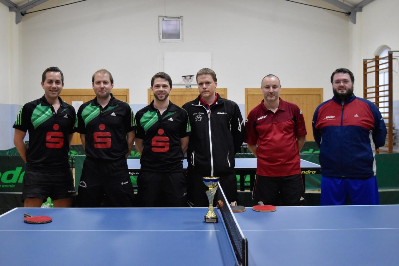 Die Endspielteilnehmer im Herren B-Pokal (von links): FC Külsheim mit Christian Leiblein, Marco Henninger und Ulrich Soden sowie ETSV Lauda mit Martin Appel, Gerhard Ihl und Florian Herrmann.