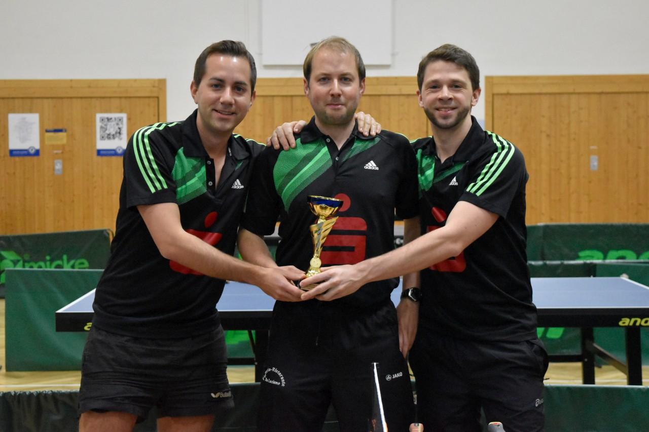 Die Sieger im Herren B-Pokal vom FC Külsheim: Christian Leiblein, Marco Henninger und Ulrich Soden (von links nach rechts).