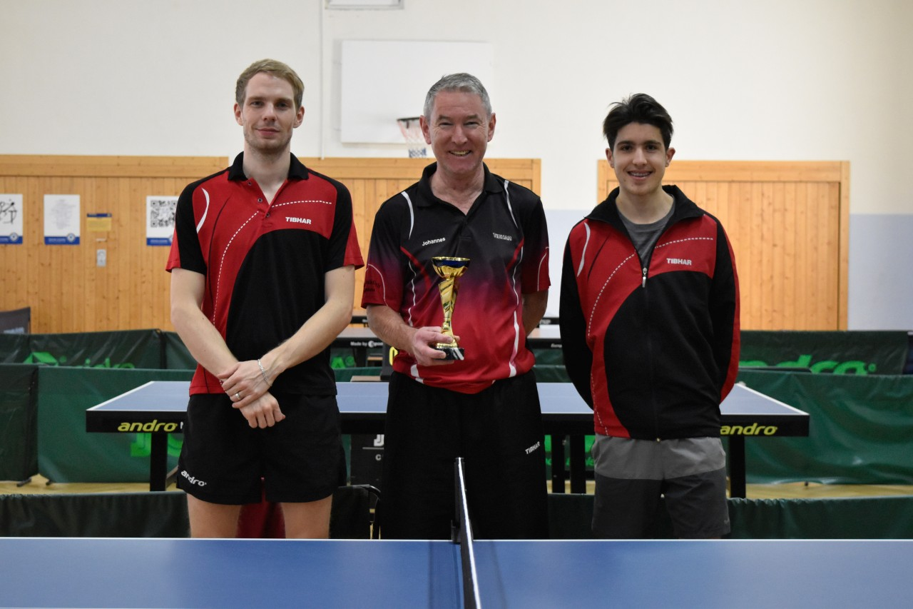 Die Sieger im Herren C-Pokal vom TSV Tauberbischofsheim II: Johannes Steidten, Johannes Sieron und Yannik Schörösch (von links nach rechts).