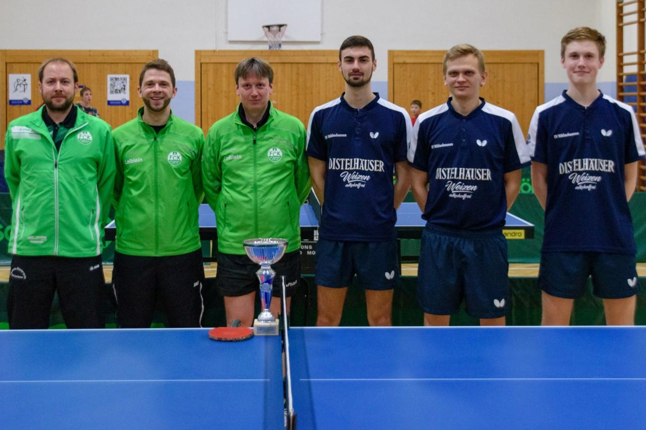 Die Endspielteilnehmer im Bezirkspokal 2018/2019 der Herren A: FC Külsheim und das siegreiche Team des SV Niklashausen (von links).