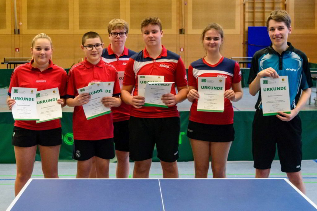 Die Siegerinnen und Sieger der Wettbewerbe Junioren, Mixed Juniorinnen / Junioren und Jungen Doppel.