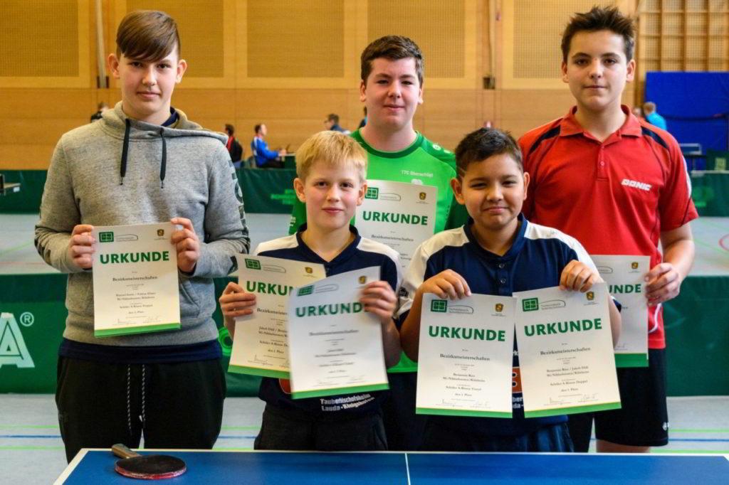 Die Sieger des Wettbewerbs Schüler A Einzel und Doppel.